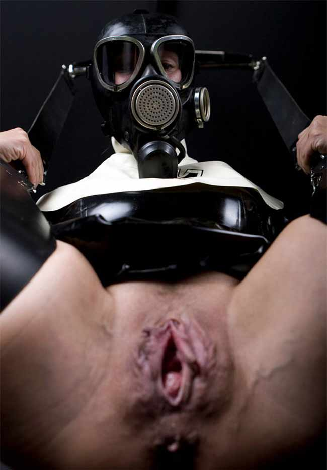 Bdsm gas mask