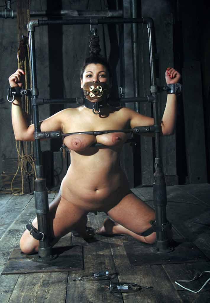 Curvy Dana Vixen Has Nipple Torture